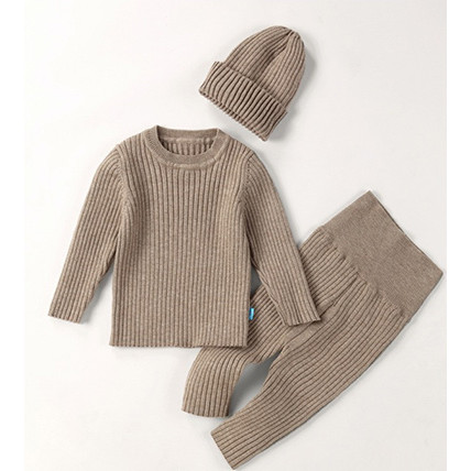 Knitted set with a cap