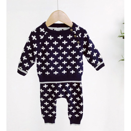 Knitted set with crosses print