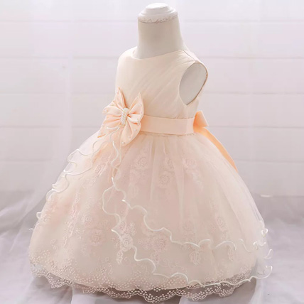 Dress with a bow and a bouffant skirt