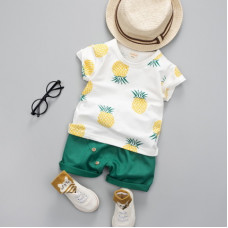 Set with pineapples